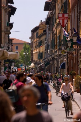 Crowded Shopping Street in Pisa