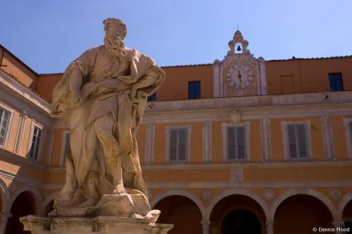 Statue at Palazzo dell Arcivescovado